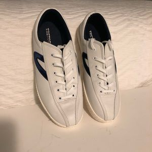 Leather Tretorn sneakers with navy velvet trim